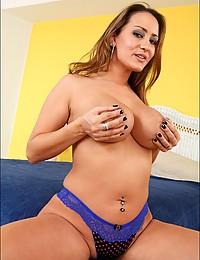 Fuck a big tits housewife