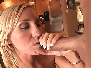 Blonde MILF Fuckis Like a Total Pro!