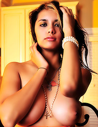 Nicole Starr - A hot set of big yet perfectly natural melons demonstrated by freshie