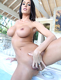 Horny Minx Gets Covered In Jizz