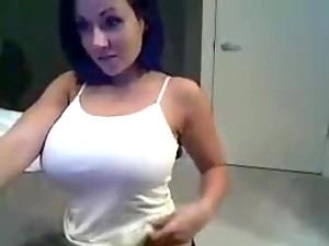 Sexy Brunette With Big Boobs Masturbates for the Webcam