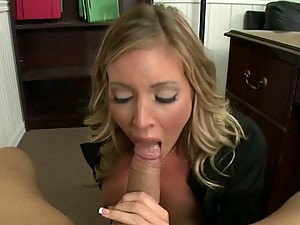 Blonde Babe Gets her Big Ass Pounced by a Big Cock