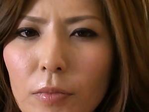 Yuna Shiina masturbates her clit with a vibrator