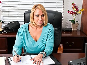 Business chick in stockings wants sex