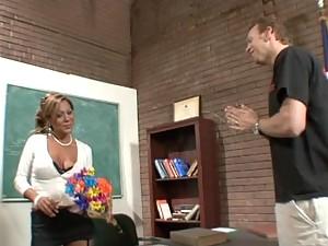 Horny MILF Showing Her Hardcore Sex Skills