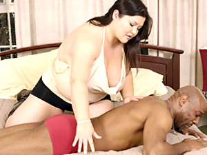 Fat masseuse pleases cock