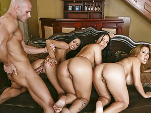 Girls in amazing foursome scene